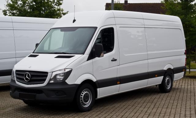 Mercedes-Benz_Sprinter_Kastenwagen_313_CDI_(W_906,_Facelift)_–_Frontansicht,_8._September_2013,_.jpg